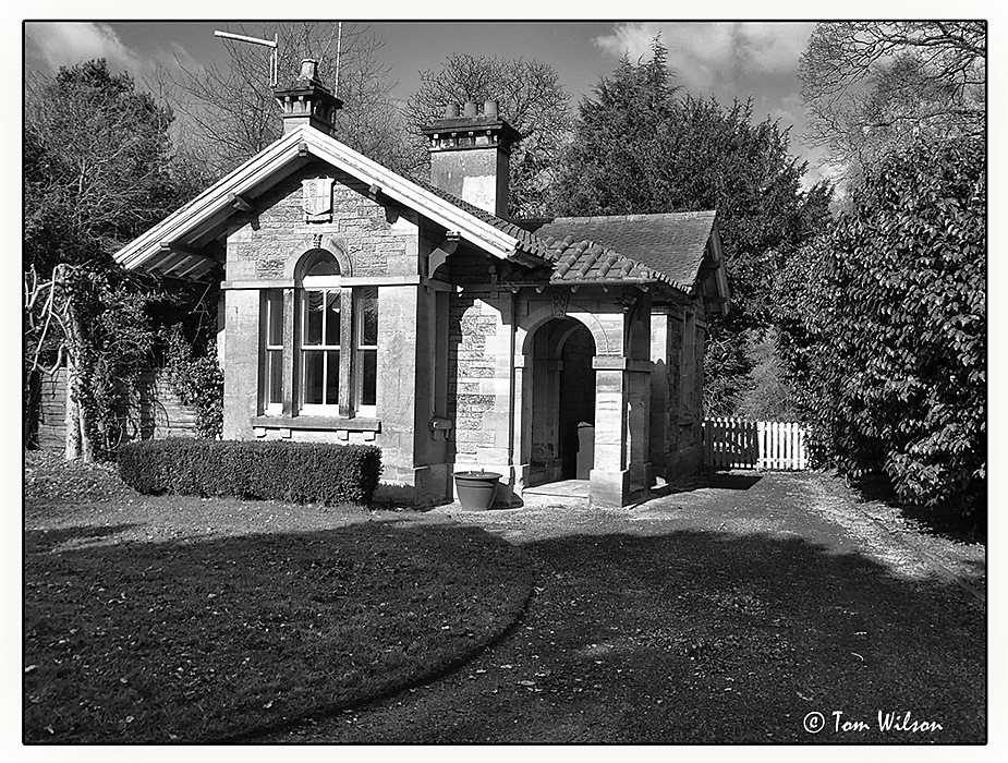photoblog image Shugborough Cottage - in black and white