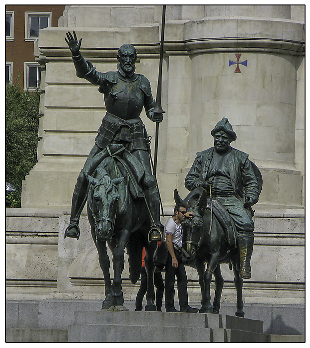 photoblog image Madrid - Don Quixote, Sancho Panza and tourists
