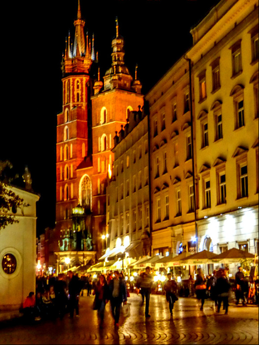 Krakow-the old town by night.jpg